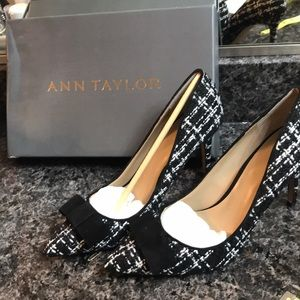 Ann Taylor Black and White tweed Bow Pump